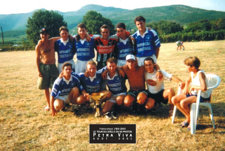 1991. Tournoi de foot. L'équipe du village rencontre les autres équipes du Cap et de la Haute-Corse (32 au total). Le tournoi se déroule un week-end de juillet. Ces rencontres ont duré jusqu'en 1998. Collection Pietra Jeunesse.