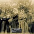 1930 - Des jeunes deguisées en vieilles