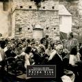 1933 - Spectacle sur la place de l\'église