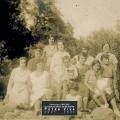 1931- Jeunes femmes à la rivière