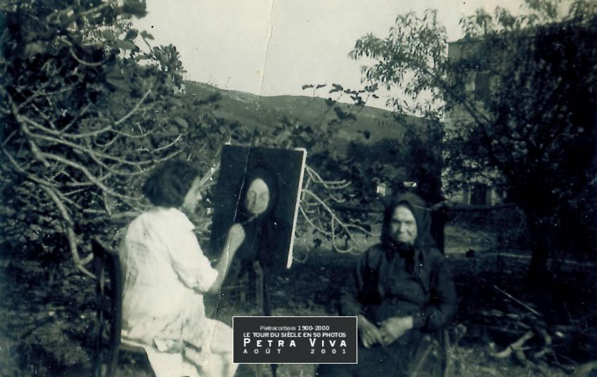 1933. Portrait sur toile. Marie-Antoinette Damiani a sorti ses tubes et ses pinceaux pour fixer le portrait de sa grand-mère qui se prête de bonne grâce à cette séance de pose. Le résultat - à ce que l'on peut voir - est plutôt réussi. Collection Maurice Havel.