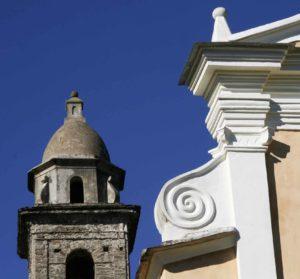 Détail toit église et clocher. Photo D.A.