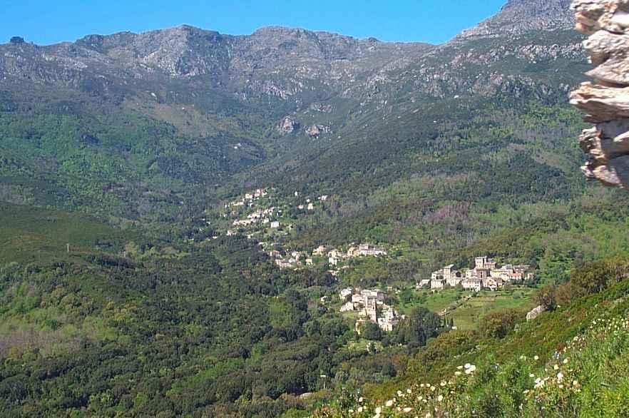 La vallée vue du rocher du Striaghju. Août 1999. Photo D.A.