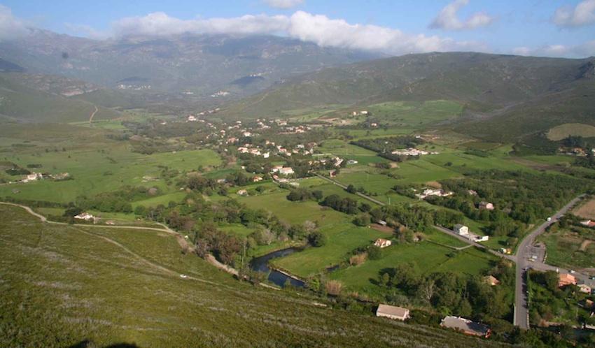 La plaine vue du Castellare. Avril 2008. Photo D.A.