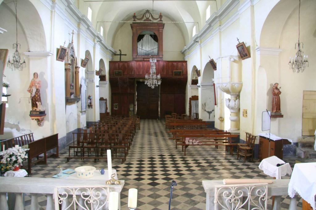 L'intérieur de l'église Saint-Clément. Mai 2008. Photo D.A.