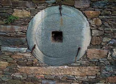 Meule en pierre de Pietronacce. Decembre 2000. Photo D.A.