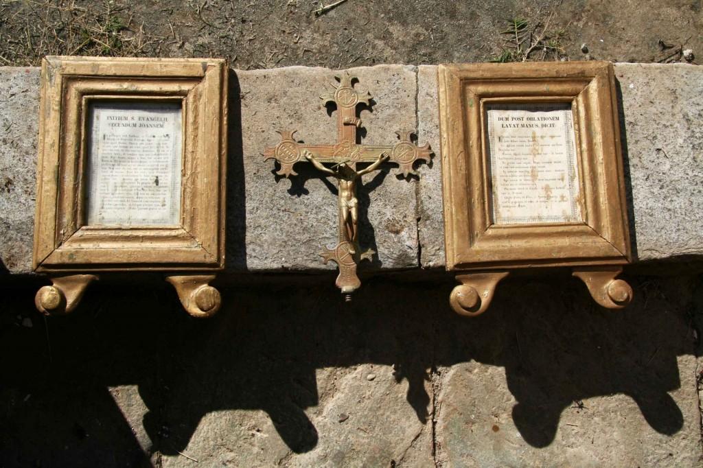 Objets de la chapelle Saint-Antoine l'Ermite. Juillet 2012. Photo D.A