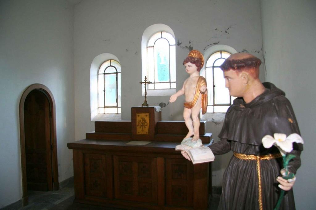 Statue de Saint-Antoine de Padoue. Décembre 2011. Photo D.A.
