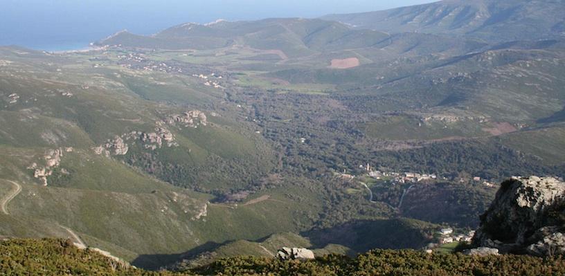 Vue de la vallée depuis I Termini. Avril 2007. Photo D.A.